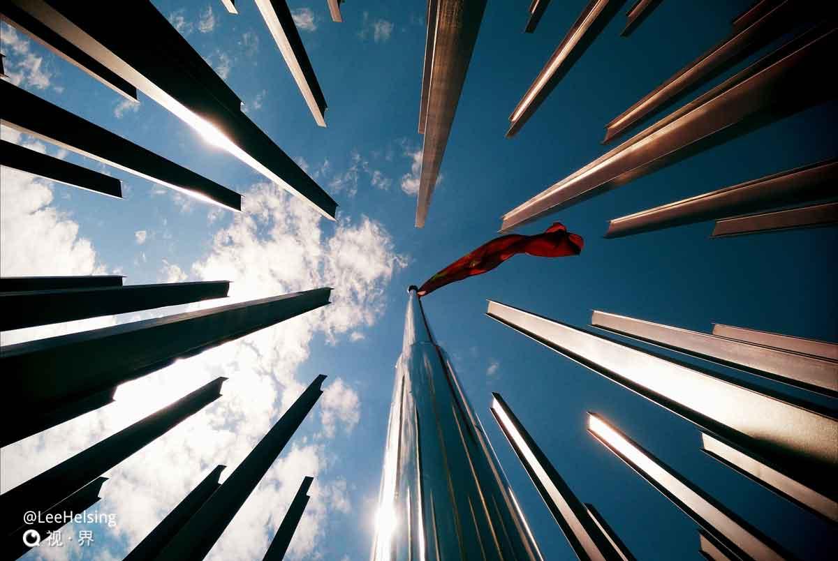 五星红旗迎风飘...